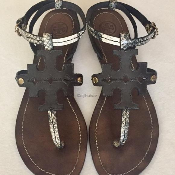 92c17858b96411 Tory Burch Chandler Flat Thong Sandals. M 5b356595de6f62b9081d013b